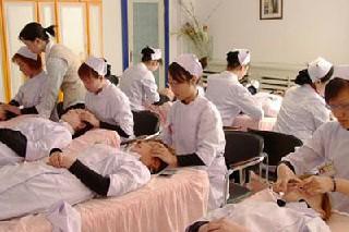 初中生学习护理的就业前景